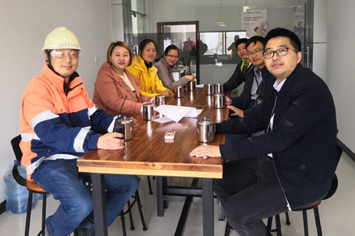 Nantong team with stainless steel cups to reduce plastic waste