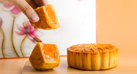 Hand taking a piece of mooncake