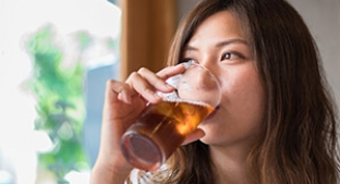 Woman drinking stevia sweetened tea
