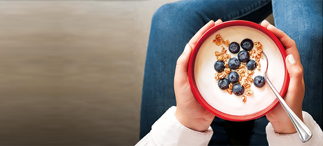 Healthy bowl of cereal with Tate & Lyle ingredients and blueberries